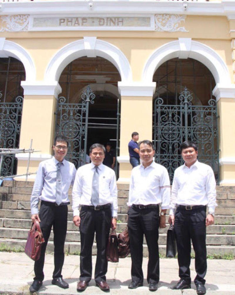 Đội ngũ Luật sư của Hãng luật Lê Hồng Hiển & Cộng sự luôn sẵn sàng hỗ trợ cho khách hàng